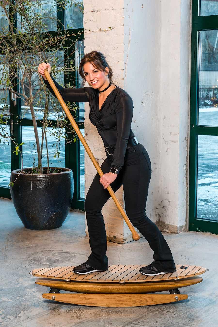 Tren balanse, koordinasjon, styrke og bevegelighet på brett fra TRABBIC training mens du jobber, trener eller slapper av hjemme! TRABBIC Elegance.