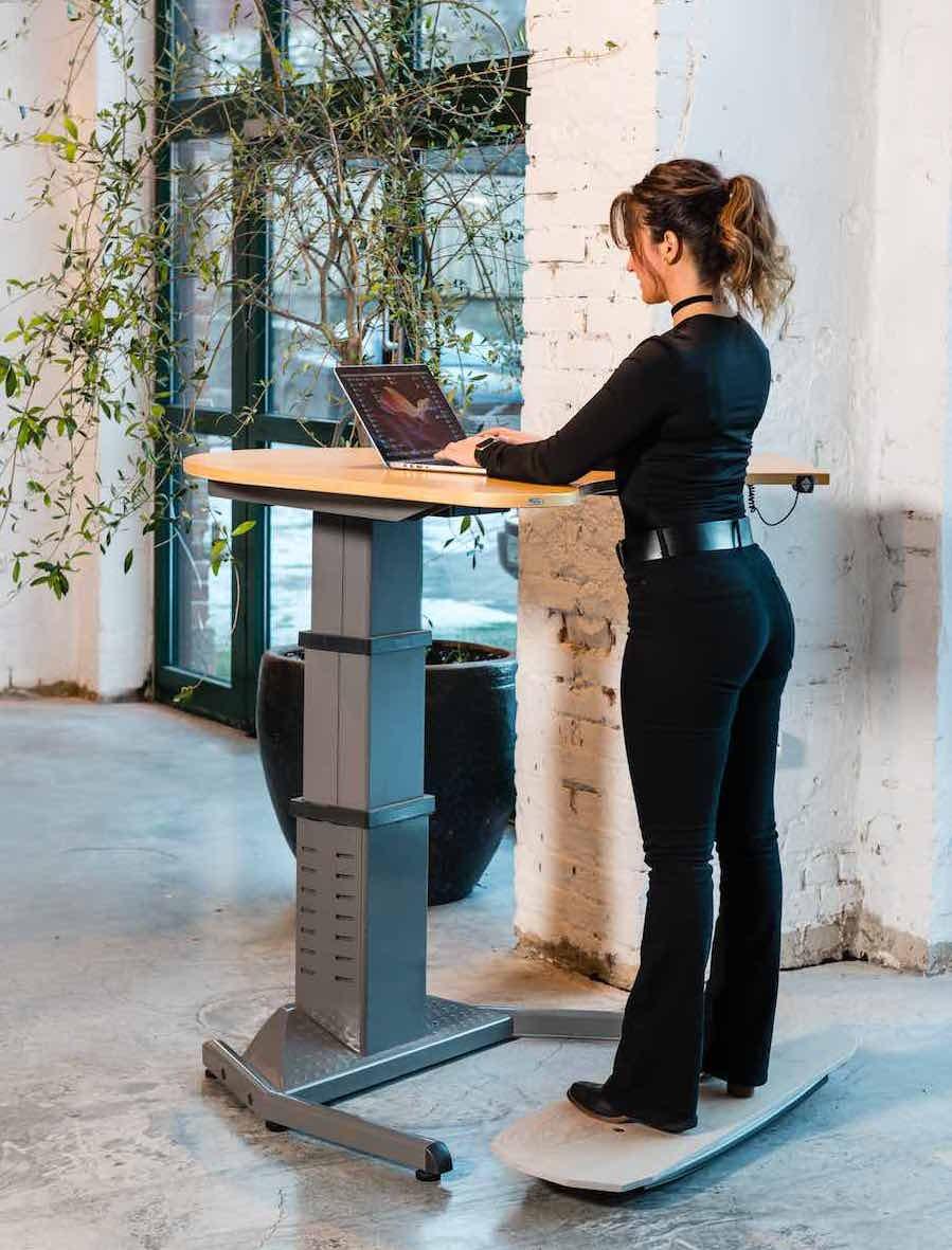 Trabbic balansebrett - ståbrett til hev senk bord