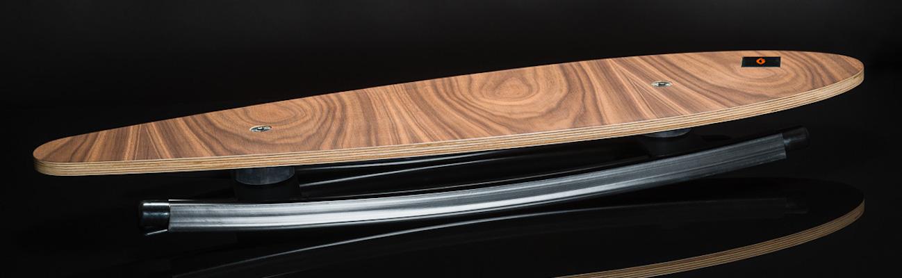 Trabbic Skate Walnut balansebrett - ståbrett til hev senk bord